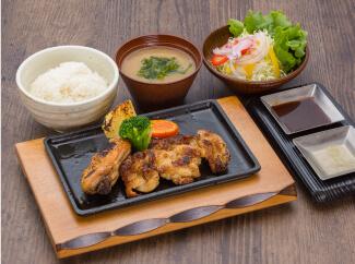 伊達鶏とだてハーブ鶏鉄板焼定食
